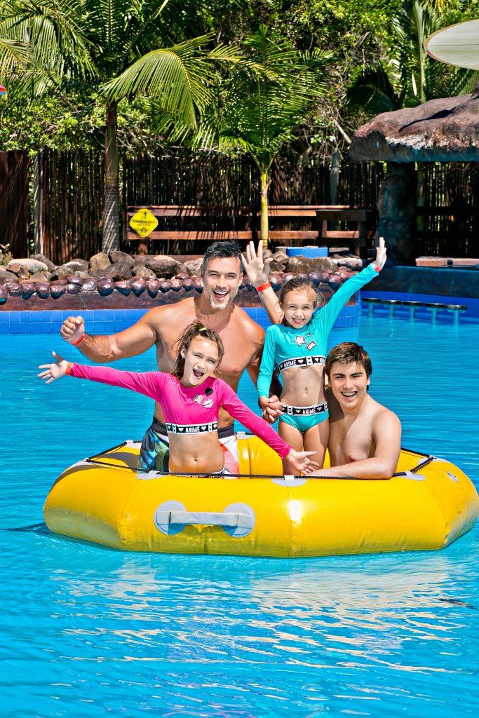 Daniel Bueno e família no Acqua Lokos Parque Hotel
